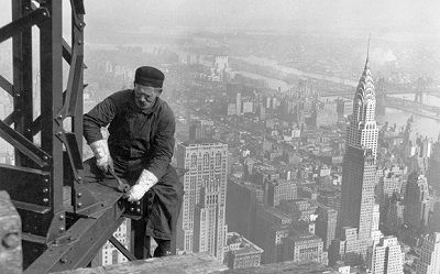 La calidad es gratis. Empire State Building worker by Jim Trodel